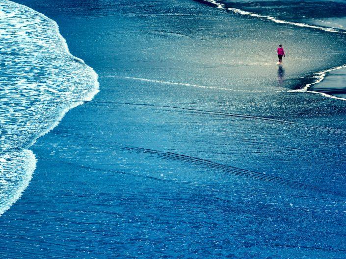 Itziar, in her blue walk — Zumaya, 2017