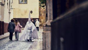 Late for procession — Sevilla, 2018
