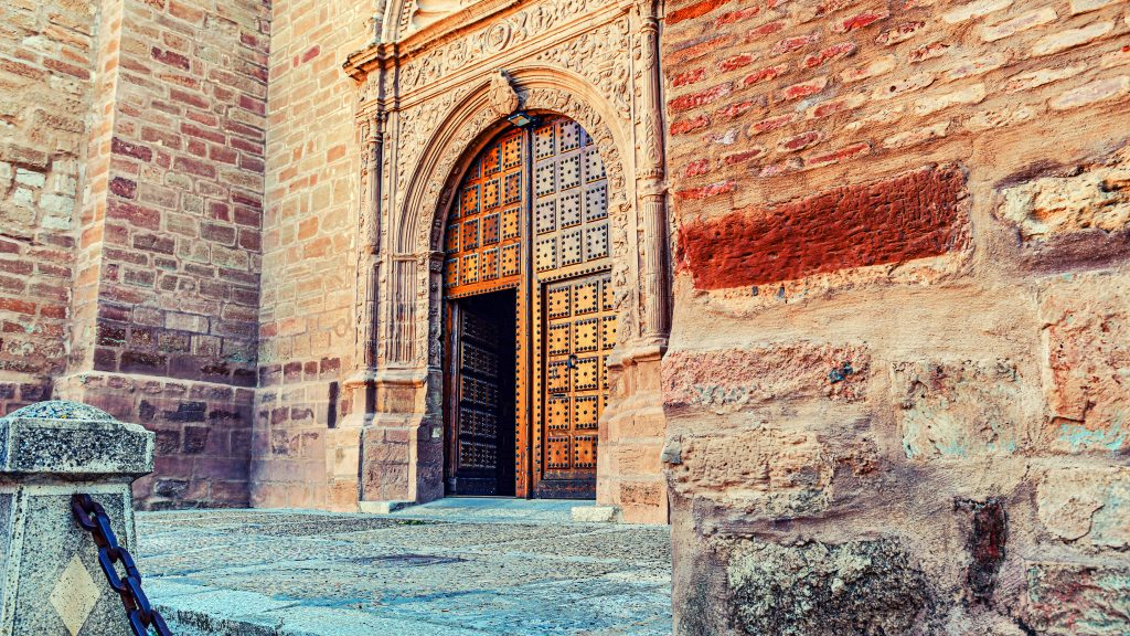 God's gate appears to be waiting for prayers — Villanueva de los Infantes, 2019